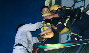 Hundreds flee in chaos from 20-story building fire in Saigon