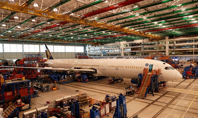 Boeing completes Dreamliner family with first 787-10 delivery