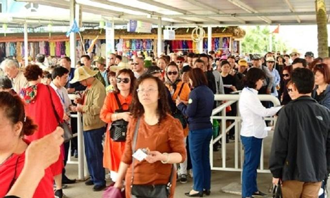 Chinese tourists flood into Vietnam on 'zero dollar' tours