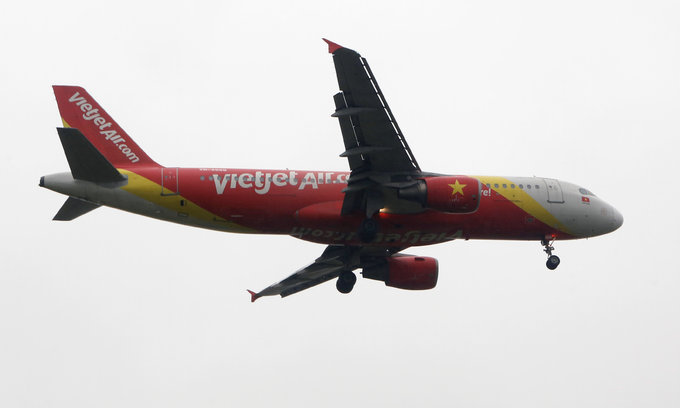 Vietnamese girl slapped with fine for smoking on flight