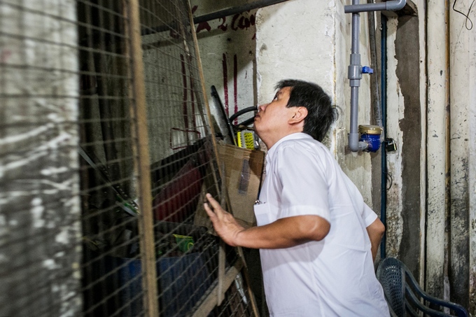 Doan Ngoc Hai, Vice Chairman of the HCMC Peoples Committee, discovers flammable objects on the apartments ground floor, demands their removal.
