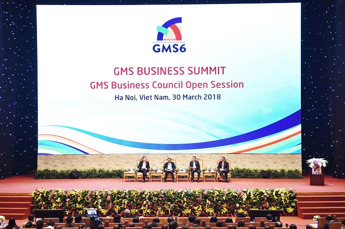 Leaders of the GMS Summit discussing prospects for the economyat the opening ceremony of GSM Summit on Mach 30, 2018 in Hanoi. Photo by Giang Huy