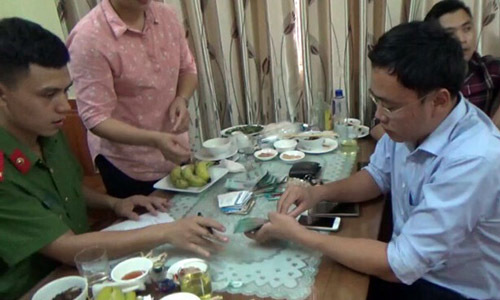 Vietnamese reporter faces up to 20 years in jail for blackmailing official