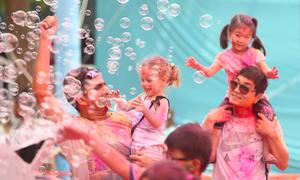 Hindu festival showers Hanoi with color