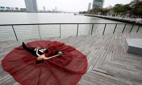 Hanoi cracks down on fancy weddings for government employees
