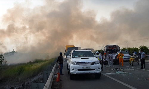Domino crashes as field burning sends billowing smoke on Vietnamese highway