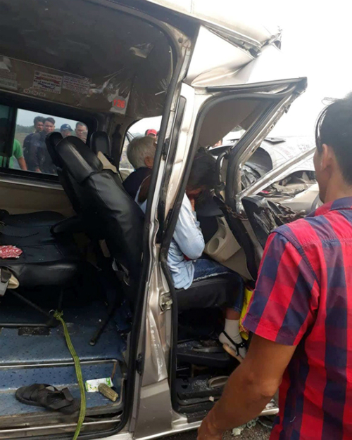 Two passengers sitting next to the driver were stuck on the car that was traveling from HCMC to the beach town of Vung Tau. The crash injured four people in total.