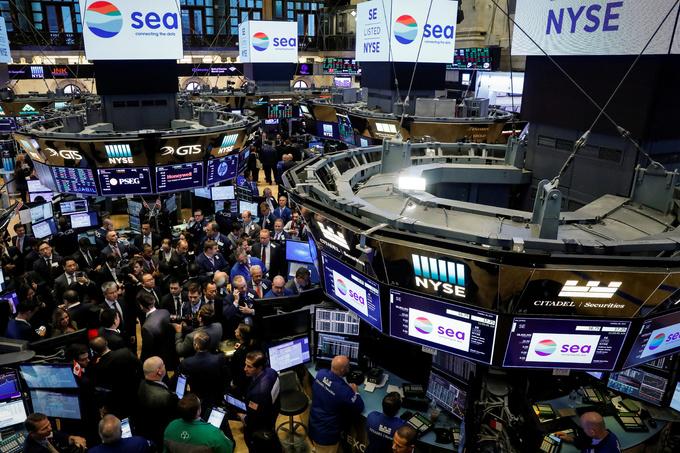 Vietnam stock scales new peak, Singapore extends gain