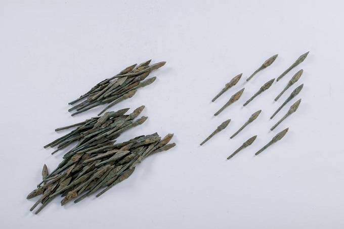 Bronze arrows are found in Co Loa, north of central Hanoi. The longest of this kind can extend to 11 centimeters, proving their worth for defense. File photos acquired by VnExpress
