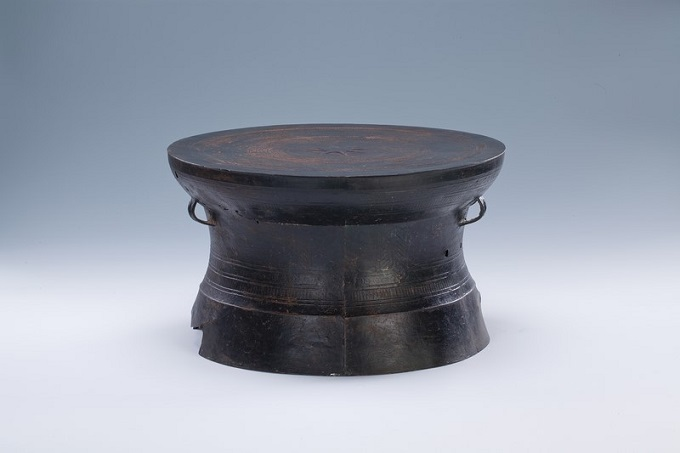 This Dong Son bronze drum, a typical northern artifact, was discovered in the southern province of Binh Duong, showing a possible exchange of different cultures in Vietnams Iron Age. File photos acquired by VnExpress