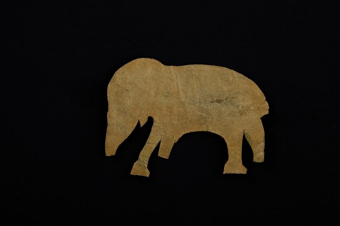 An elephant-shaped piece of gold akin to a relic site in Da Nang. File photos acquired by VnExpress
