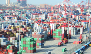 China's trade surplus with US soars in Q1 but March exports falter