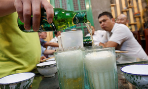 Vietnam's overnight alcohol ban proposal unfeasible: experts
