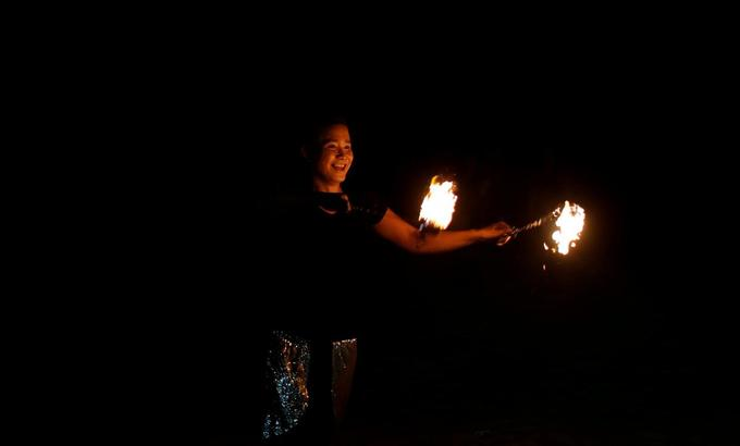 Fire dancers hope to keep flame alive during Boracay closure