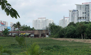 HCMC top official demands inspection on cheap public land sale