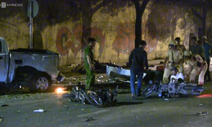 2 killed in crash carnage in Saigon center