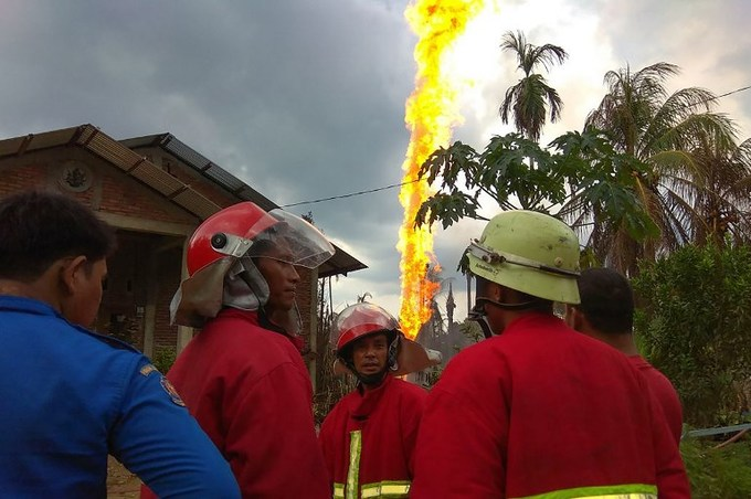 Ten killed, dozens injured in illegal Indonesia oil well fire