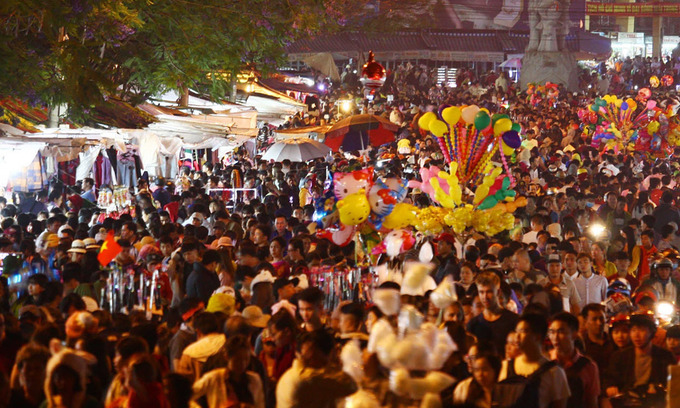 Vietnam's top tourist destinations expect huge crowds over holiday weekend