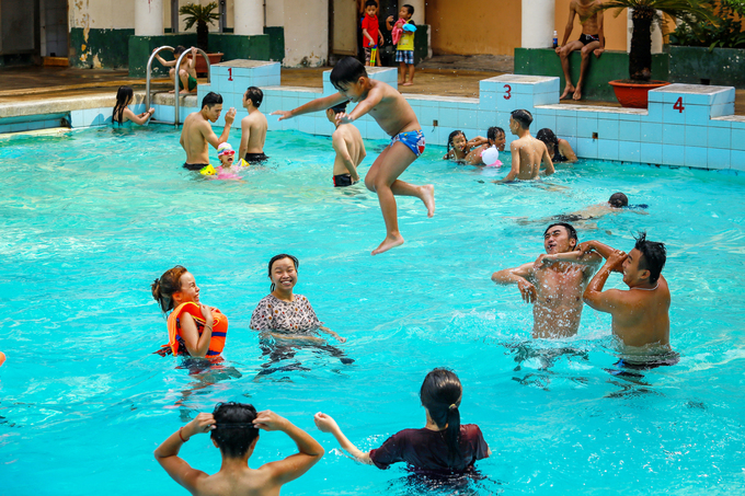 Swimming pool is an ideal hideaway for Saigonese.  April has been forecast as the hottest month in the city this year.  Temperatures ranging from 37 to 39 degrees Celsius are said to be the  daily norm until early May, when the rainy season officially begins.