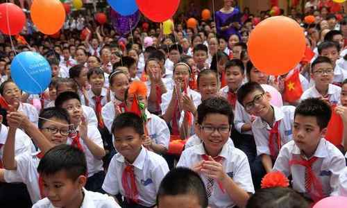 Vietnamese parents spend over 10 hours weekly with child's homework: survey