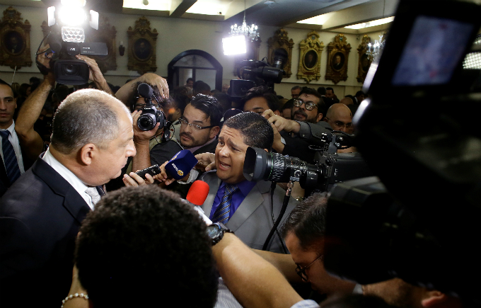 Journalists ask Costa Ricas President Luis Guillermo Solis questions, after he delivered his last state of the nation address at the Congress in San Jose, Costa Rica May 2, 2018. Photo by Reuters/Juan Carlos Ulatetion]