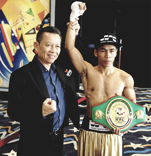 Tran Van Thao wins the Asia World Boxing Championship belt in November 2017, as shown in a photo by provided to VnExpress.