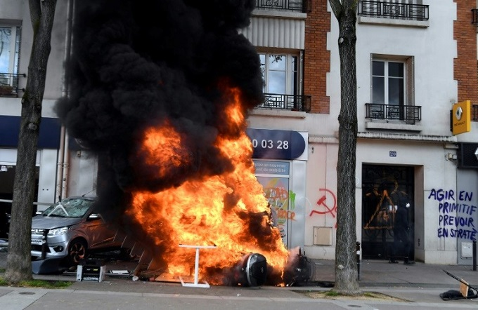 The anti-capitalist protesters torched a McDonalds restaurant and several cars.Photo by AFP/Alain Jocard