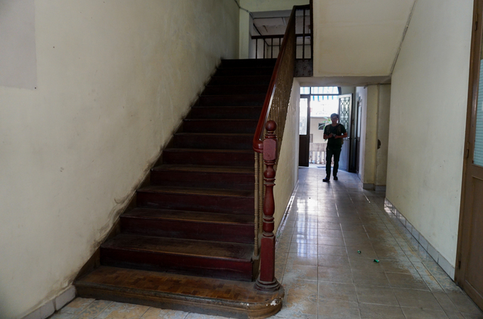Inside the house, there are four wooden staircases leading to the upper floor. The building was featured in The Quiet American  (1958), a movie adapted from the best-selling novel of the same name by  British novelist Graham Greene.