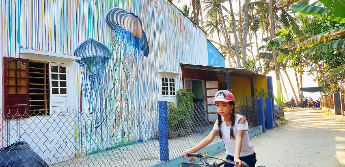 Visitors can authentically experience of a fishing village in Vietnam. Tran Quang Minh, a sophomore major in Architecture at University of Science and Technology Da Nang and the leader this project, shared that Korean college students painted street arts in Tam Thanh and received many positive feedbacks from the public, so Minh and other students also want to do the same for Tam Hai Village. He also said that these artworks will make the island looks better, help attracting more tourists, and improve life qualities for local residences.