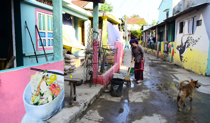 Tam Hai island is more lively and vibrant due to many colorful street arts.