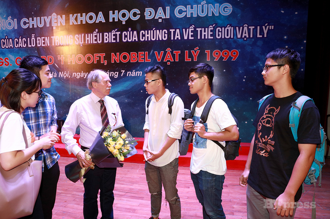 Nobel laureates touch down in Vietnam for science conference