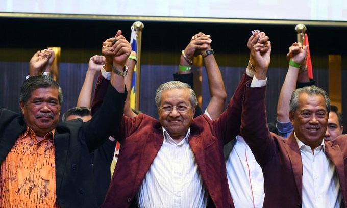 Malaysia's Mahathir wins shock election victory, toppling long-ruling regime