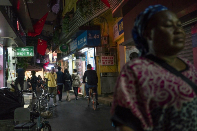Foreign traders and students in the Little Africa district in Guangzhou, the capital of southern Chinas Guangdong province, say they face unfavourable visa rules and increasingly heavy policing. Photo by AFP
