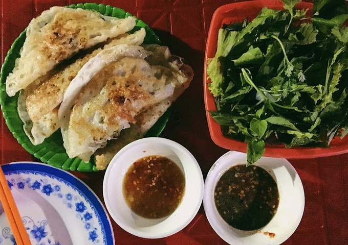 Shrimp and squid crispy pancakes served in a Central Vietnam style, gives its a unique flavors when dipping the crunchy shells with fresh seafood inside to amazing fish sauce. This combination will definitely wow your taste buds.