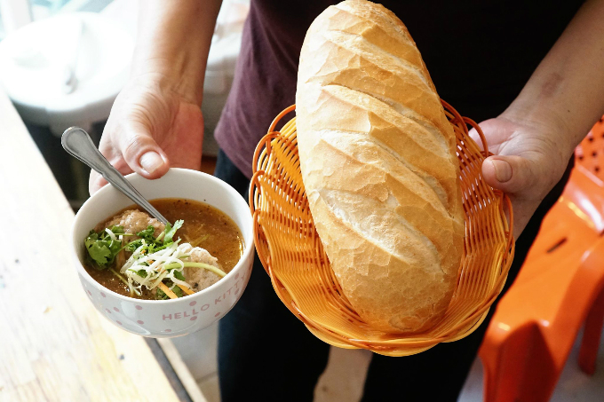 A portion of meatball soup with bread that can be found in Saigon. Photos by Di Vy