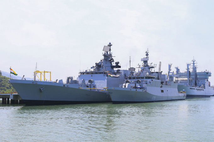 Three Indian naval ships with 900 officers and sailors arrived at Tien Sa Port, Da Nang, on Monday, starting a five-day visit as part of the deployment of the Indian Navys Eastern Fleet to Southeast Asia and the northwestern Pacific.