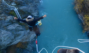 'Extremely free': Vietnamese traveler tells of bungee jump from New Zealand's historic bridge