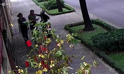 Saigon police hunting man who snatched necklace from Russian diplomat