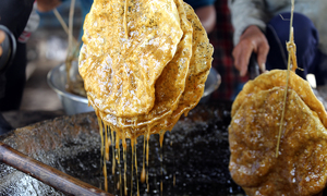 Vietnamese sesame rice crackers taste whole lot better in sugarcane syrup
