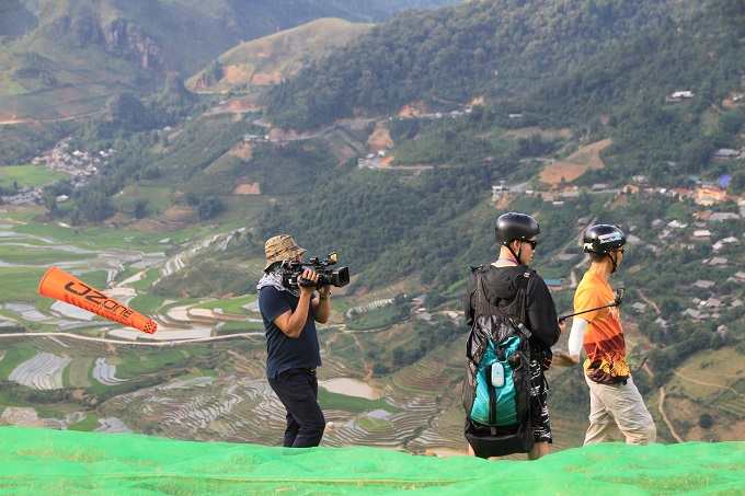 Watch paragliders spread wings above sun-kissed rice terraces in Vietnam - 2