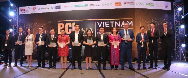 From left to right: Mr Vo Chi Anh (BCI Asia), Mr Linh Nguyen (Dat Xanh), Ms Nguyen Hoang Tu Anh (Empire), Mr Ngo Van Thu (FLC), Mr Pham Khac Khoan (Hung Thinh), Ms Tran Thi Thanh Nhan (MBLand), Mr Tran Tam (Phuc Khang), Ms Nguyen Lam Nhi Thuy (Sun Group), ), Mr Le Minh Khanh (Tien Phuoc), Ms Hoang Bach Duong (Vingroup), Mr Mike Gammel (VinaCapital), Mr Tran Thanh Sang (USG Boral), Mr Robert Krups (BCI Asia), Dr Matthias Krups (BCI Asia).