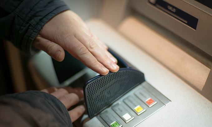 Russian man detained for trying to hack ATM in Vietnam - VnExpress