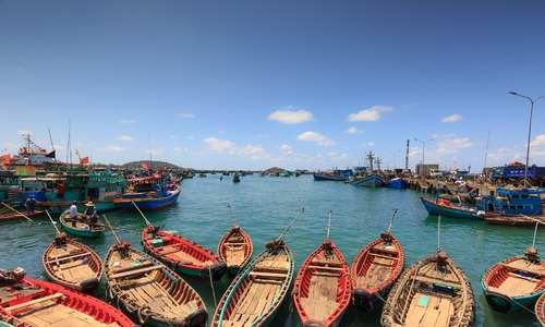Vietnamese MPs debate land lease period for special economic zones