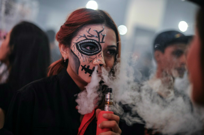 Some smokers have turned to e-cigarettes as a substitute. Photo by AFP/Mohd Rasfan