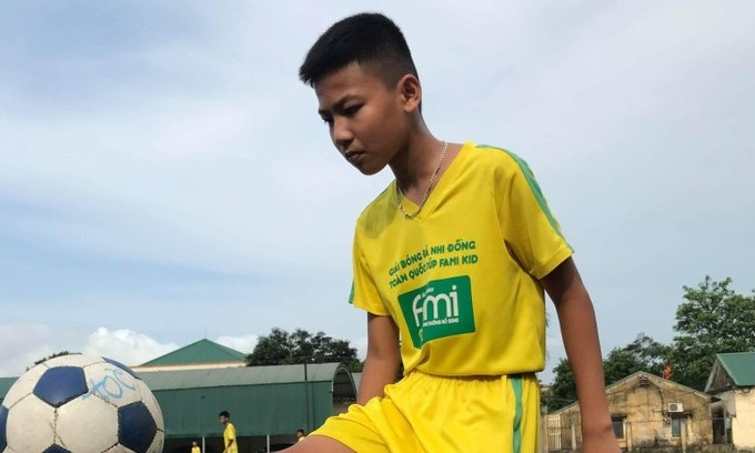 Two Vietnamese boys head for football event in Russia