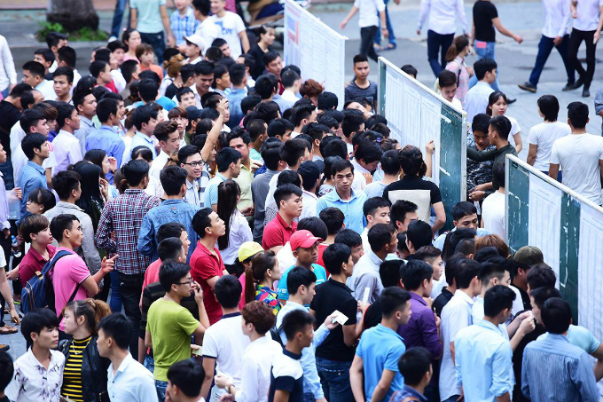 People show up at the University of Labor and Social Affairs in Hanoi in June, 2017 for a Korean language test to win a labor ticket in South Korea. Photo by VnExpress/Giang Huy
