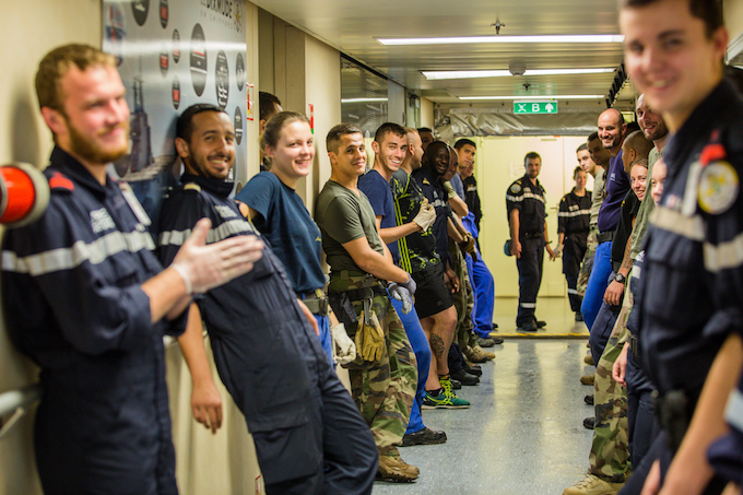 Soldiers standing in the Dixmude ship to welcome visitors. In each campaign, we can organize 600 to 800 people on board with comfortable living conditions, said a media officer on board.