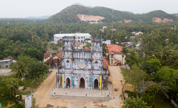 Built on 5,000 square meters of land, the church in An Thach Commune, 35 kilometers north of the Tuy Hoa City, capital of Phu Yen, took 15 years to build.