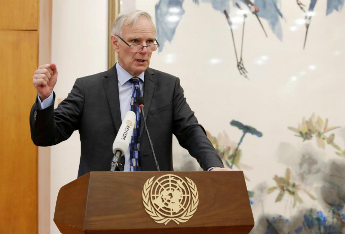 Philip Alston, the U.N.s special rapporteur on extreme poverty and human rights, attends a news conference in Beijing, China, August 23, 2016. Photo by Reuters/Jason Lee.