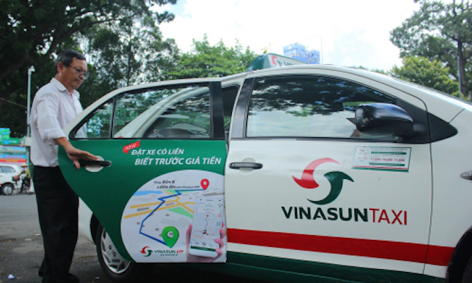 Singapore investor divests from top Vietnamese taxi firm